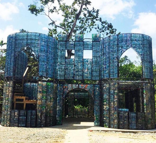 Chiêm ngưỡng ngôi làng độc đáo ở Panama, nơi nhà cửa được làm từ 1 triệu chai nhựa - Ảnh 19.