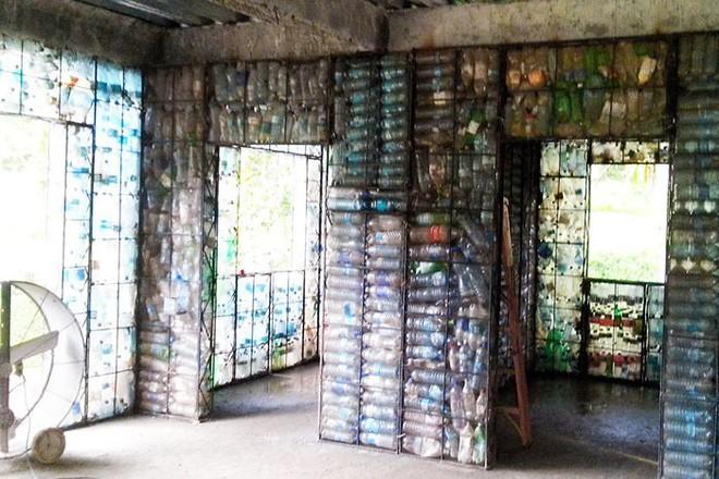Chiêm ngưỡng ngôi làng độc đáo ở Panama, nơi nhà cửa được làm từ 1 triệu chai nhựa - Ảnh 9.