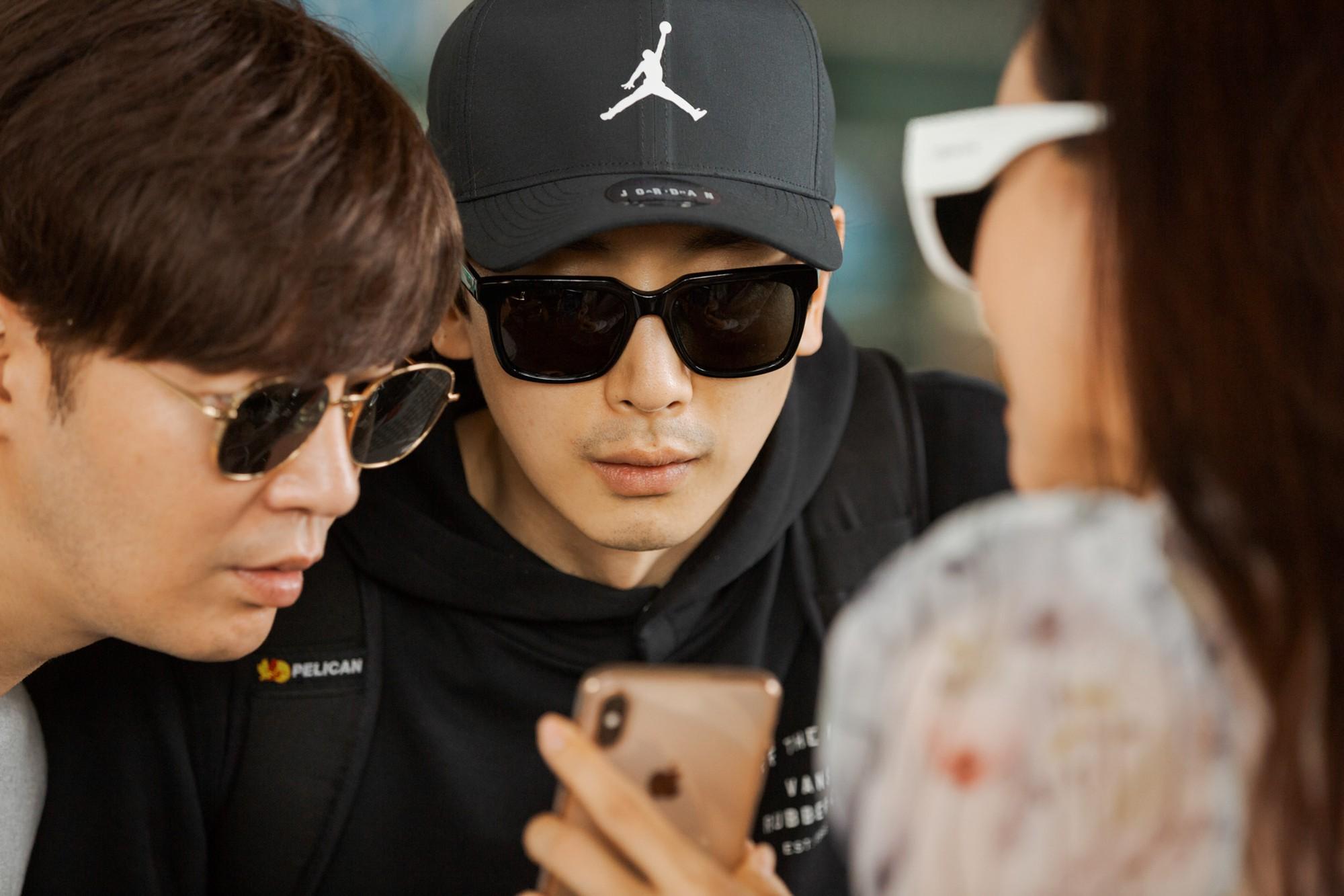 Phạm Băng Băng xứ Hàn mặt mộc quá đỉnh, cặp đôi tài tử Jumong vừa chia tay đã sóng đôi tại sân bay Tân Sơn Nhất - Ảnh 9.
