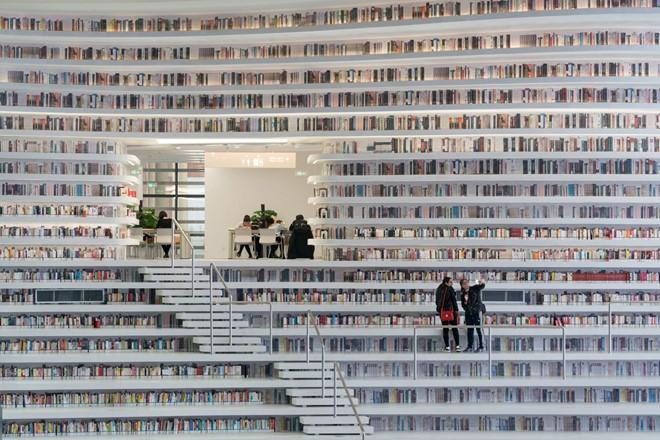 Choáng ngợp với vẻ đẹp của thư viện quốc dân lớn nhất Trung Quốc được check in rầm rộ - Ảnh 10.