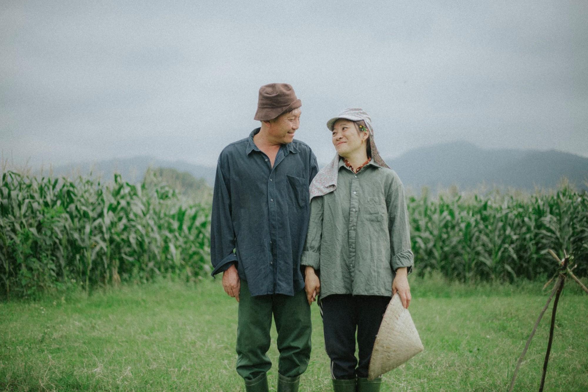 Bộ ảnh con trai chụp bố mẹ trên cánh đồng khiến ai cũng bất giác mỉm cười vì quá đỗi bình yên - Ảnh 6.