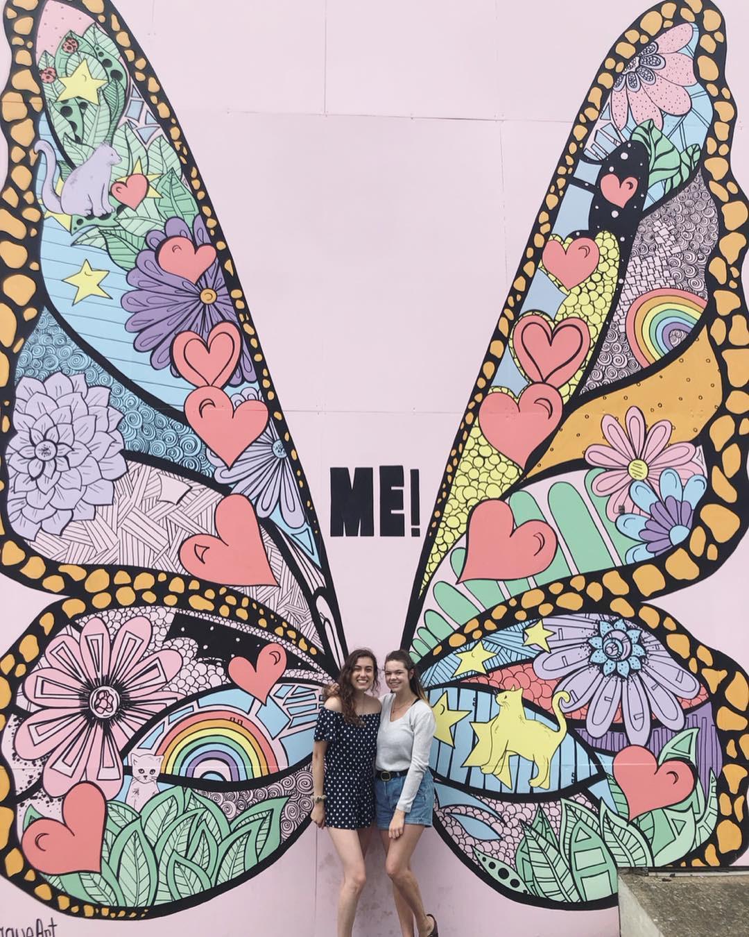 Không chỉ ra MV mới, Taylor Swift còn tặng fan hẳn một bức tường hoạ bướm khổng lồ cực đẹp để tha hồ check-in - Ảnh 14.