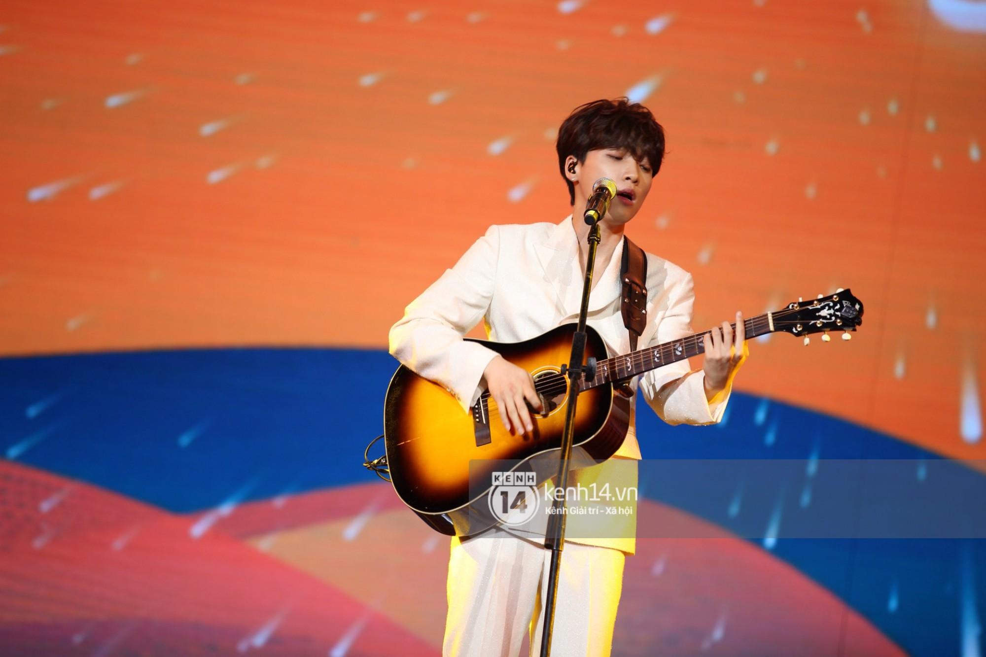 Red Velvet và Weki Meki sexy khó cưỡng, Jeong Sewoon như lãng tử bên dàn sao Vpop tại show âm nhạc Hàn - Việt - Ảnh 10.
