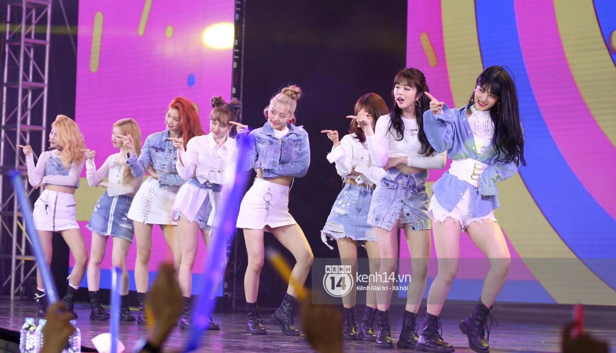 Red Velvet và Weki Meki sexy khó cưỡng, Jeong Sewoon như lãng tử bên dàn sao Vpop tại show âm nhạc Hàn - Việt - Ảnh 8.