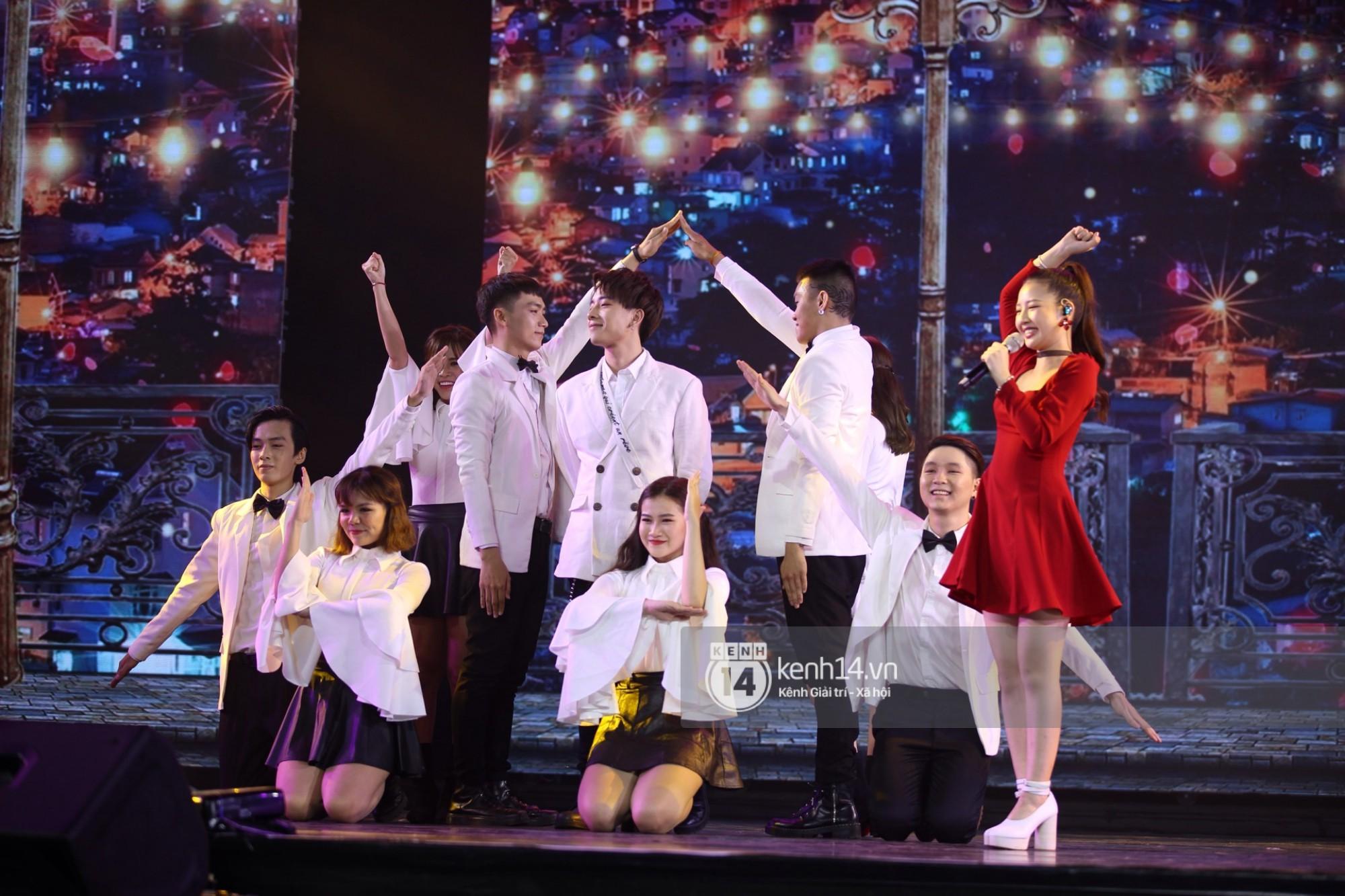 Red Velvet và Weki Meki sexy khó cưỡng, Jeong Sewoon như lãng tử bên dàn sao Vpop tại show âm nhạc Hàn - Việt - Ảnh 22.
