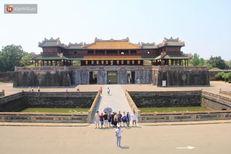 Clip: Diện mạo mới của cổng Ngọ Môn ở Đại Nội Huế sau khi được lột bỏ bụi thời gian - Ảnh 3.