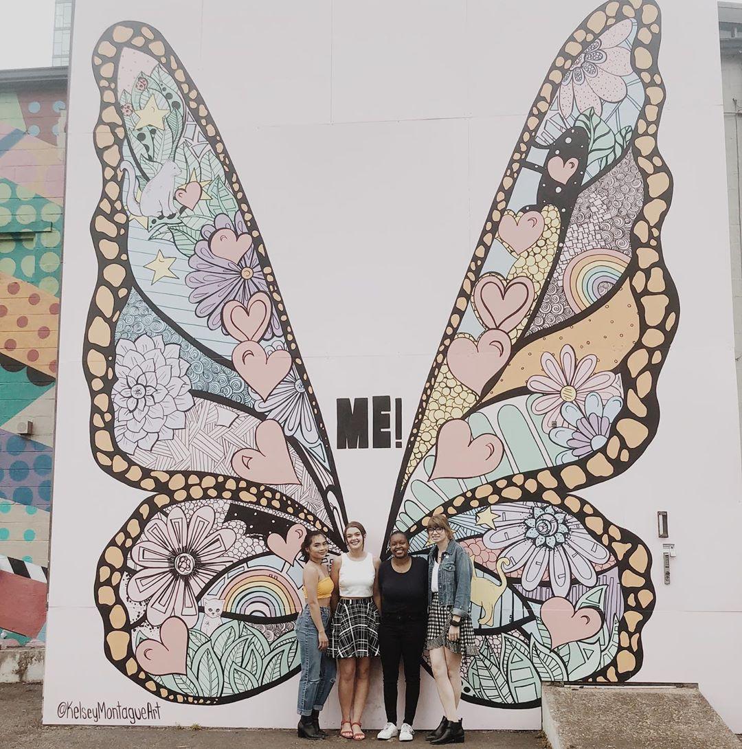 Không chỉ ra MV mới, Taylor Swift còn tặng fan hẳn một bức tường hoạ bướm khổng lồ cực đẹp để tha hồ check-in - Ảnh 12.