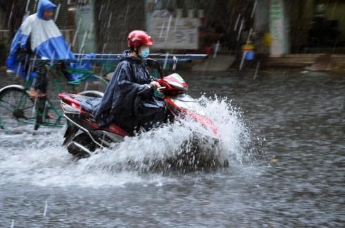 Bắc Bộ sắp đón mưa lớn giải nhiệt, nắng nóng giảm dần từ ngày mai - Ảnh 2.