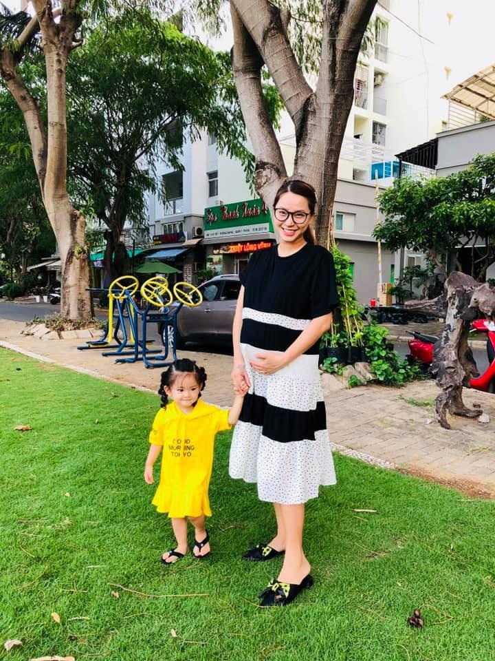 Sao Việt tranh thủ kì nghỉ lễ để đưa hoàng tử, công chúa đi tránh nắng, hào hứng nhất phải kể đến bé thứ 2 - Ảnh 2.