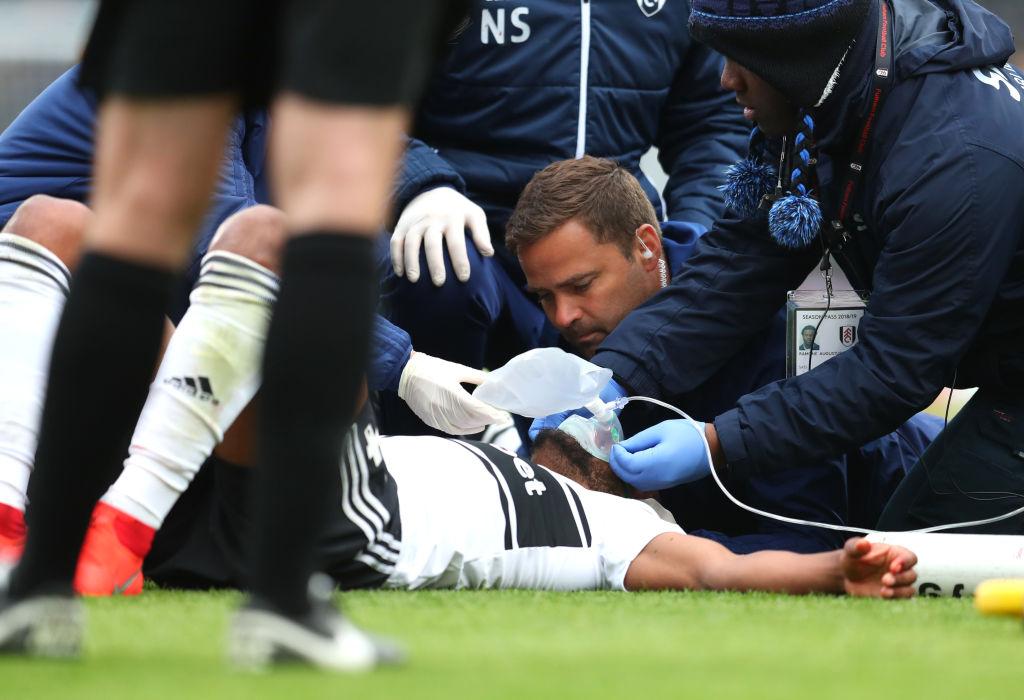 Kinh hoàng hình ảnh cầu thủ đổ gục xuống sân bất động sau khi bị đồng đội đá vào mặt - Ảnh 6.