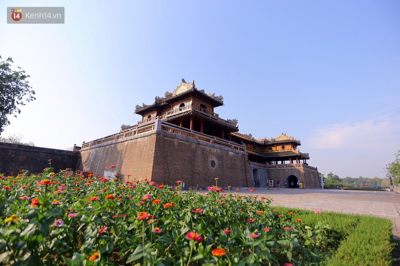 Clip: Diện mạo mới của cổng Ngọ Môn ở Đại Nội Huế sau khi được lột bỏ bụi thời gian - Ảnh 2.