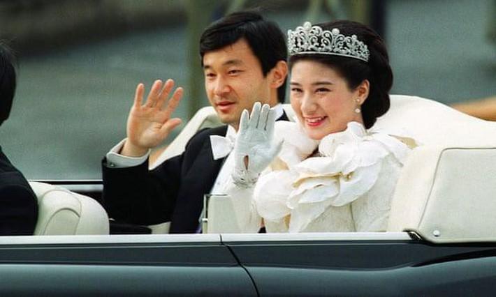 Nhật hoàng Akihito - vị hoàng đế rũ bỏ hình tượng bất khả xâm phạm để đi vào lòng dân và những dấu ấn không thể nào quên trong 30 năm trị vì - Ảnh 4.