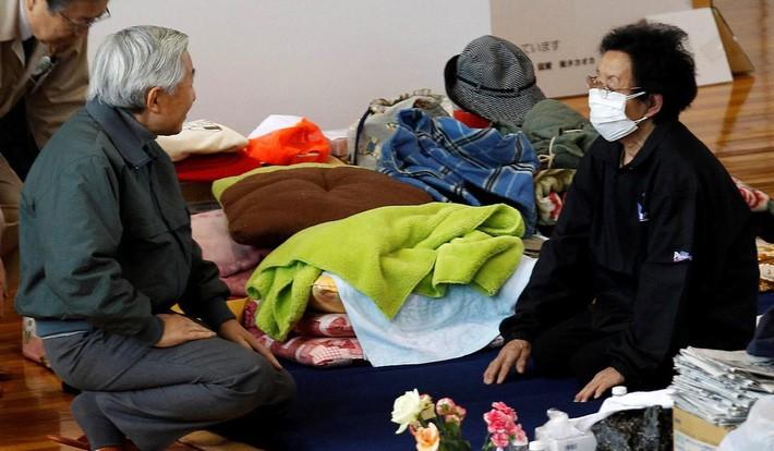 Nhật hoàng Akihito - vị hoàng đế rũ bỏ hình tượng bất khả xâm phạm để đi vào lòng dân và những dấu ấn không thể nào quên trong 30 năm trị vì - Ảnh 7.