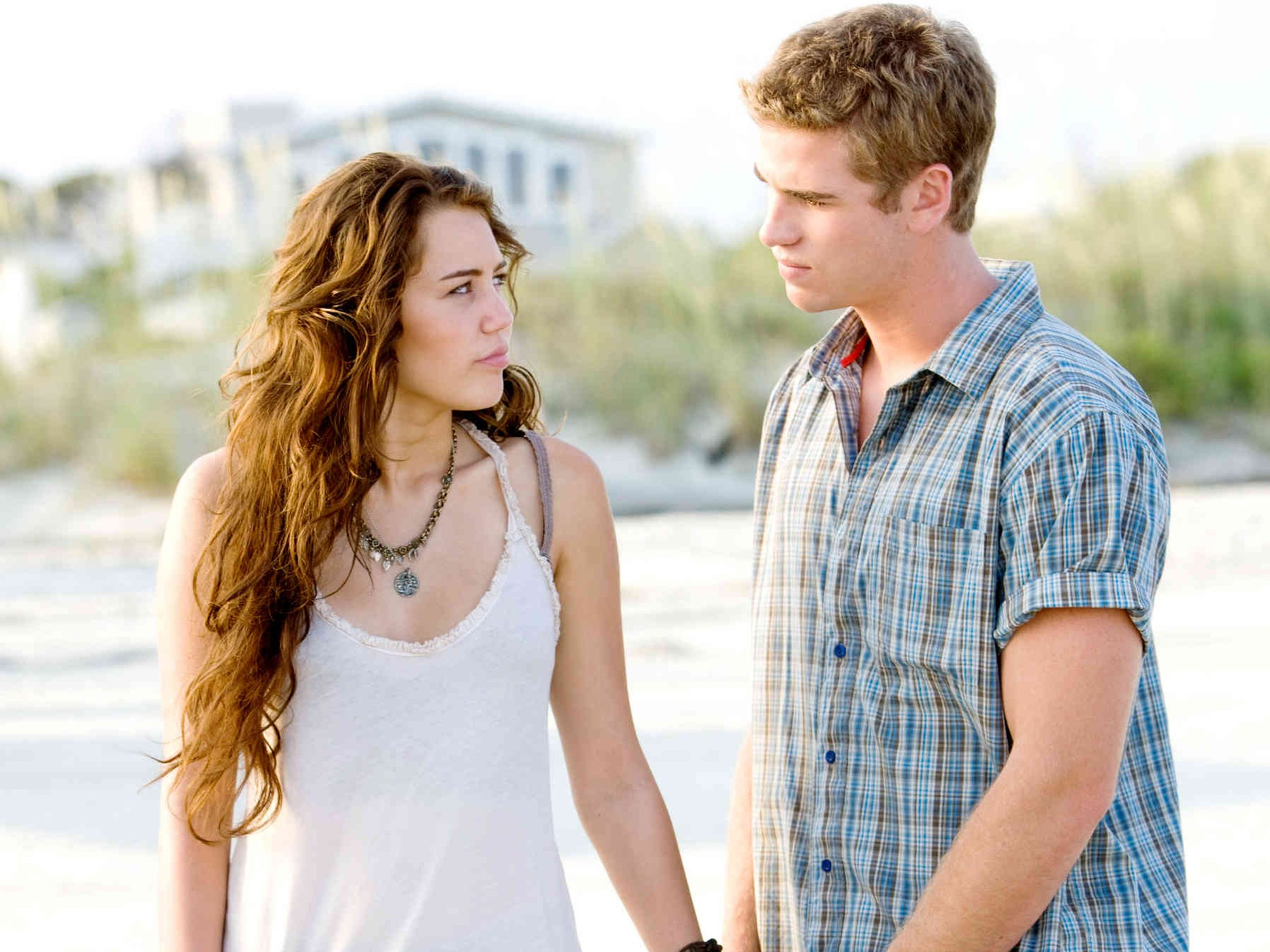 Liam Hemsworth - Liam Hemsworth: Beautiful as a god, he married her 7 years older, she got married too - Photo 16.