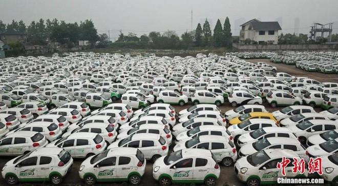 """Trung Quốc: Hàng trăm xe điện bị """"xếp xó"""" vì hậu quả của nền kinh tế chia sẻ phát triển chóng mặt - Ảnh 1."""