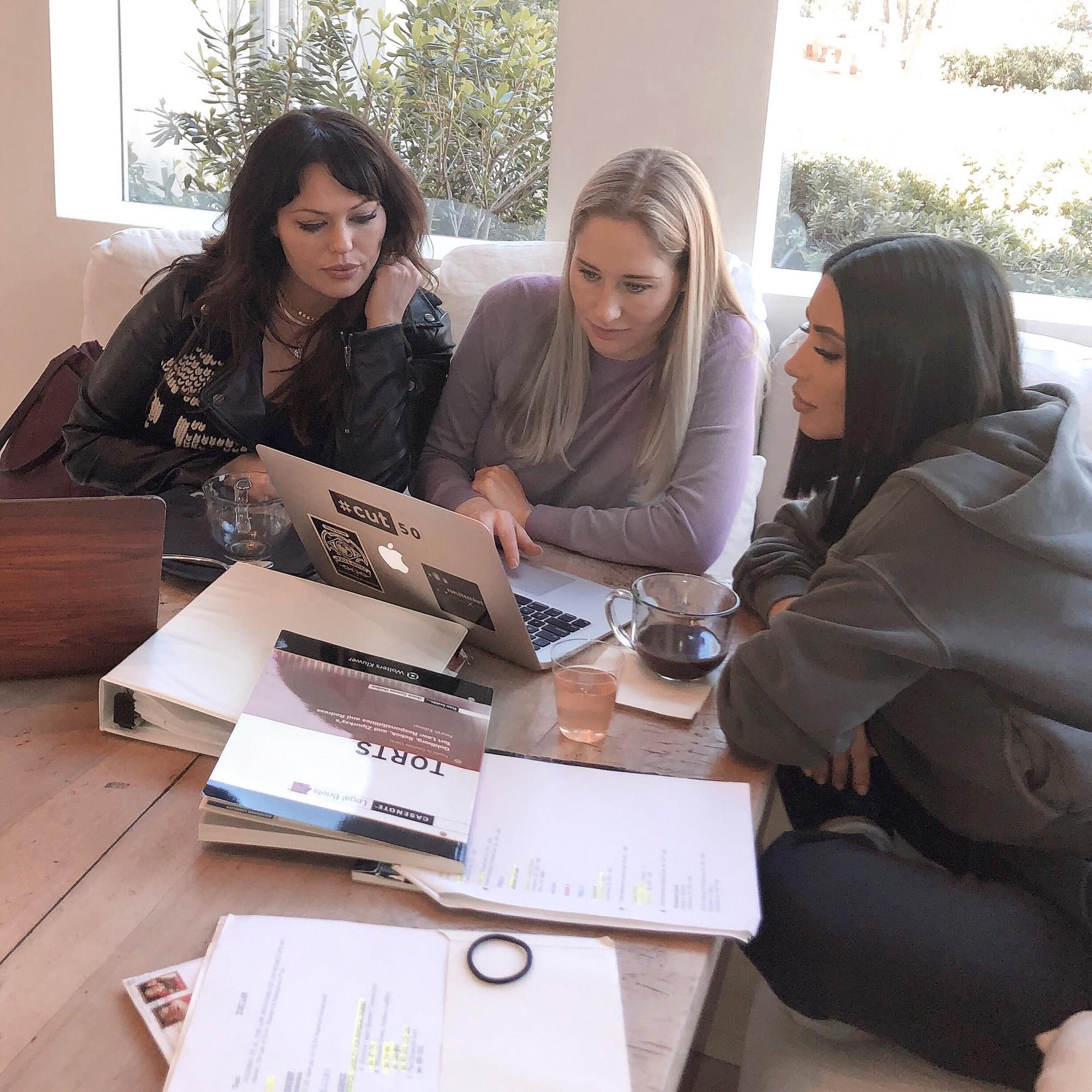 Ngỡ chỉ nổi nhờ chiêu trò rẻ tiền, Kim Kardashian lại khiến cả thế giới choáng với học thức khủng, tài kinh doanh quá đỉnh - Ảnh 3.