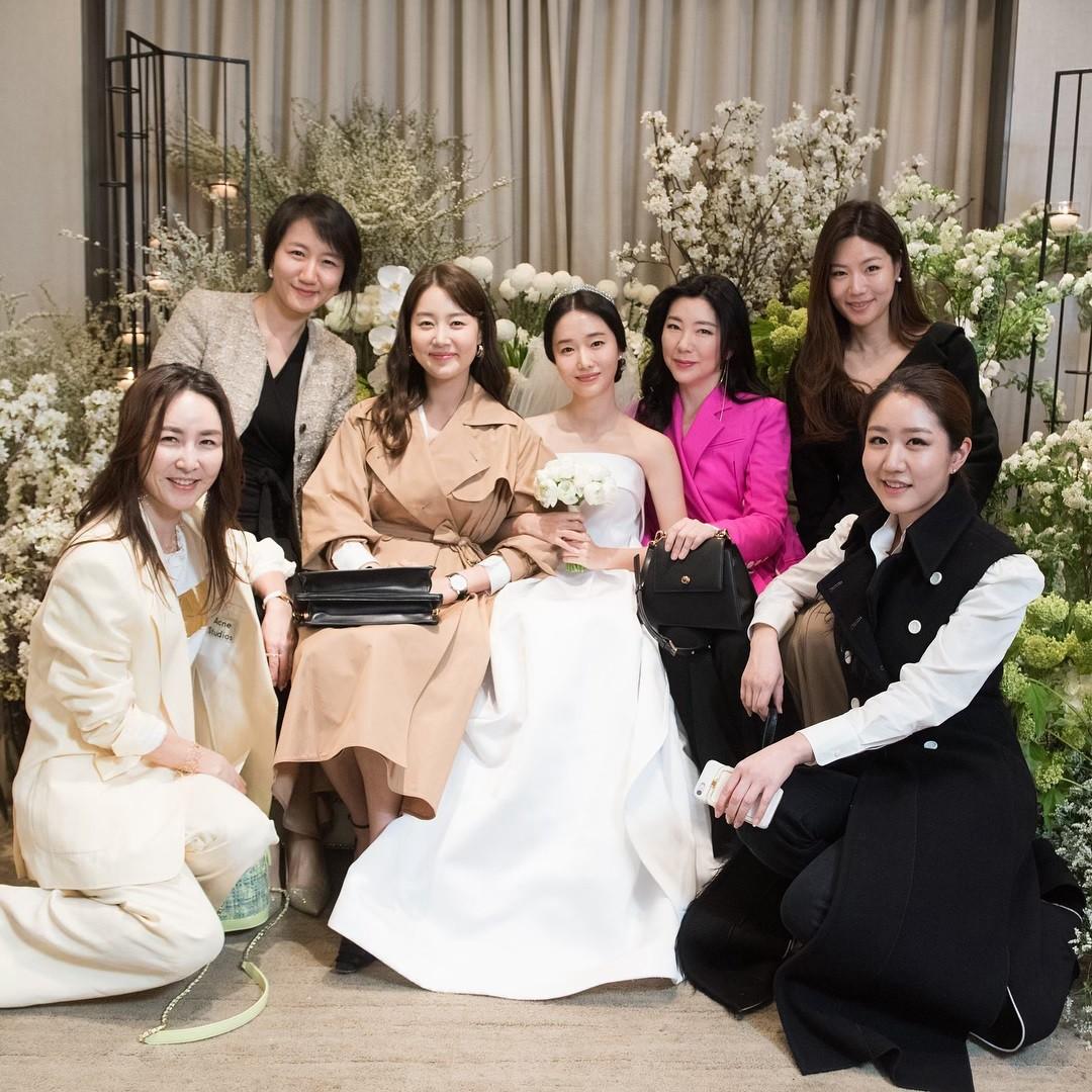 Bộ ảnh hậu trường cưới khủng nhất lịch sử Kbiz: Son Ye Jin và mỹ nhân Vườn sao băng đọ sắc, còn có cả idol nhà YG - Ảnh 13.