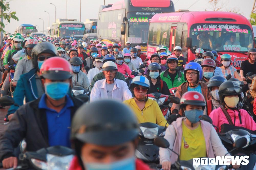 38 người thương vong vì tai nạn giao thông trong ngày thứ 2 nghỉ lễ - Ảnh 1.