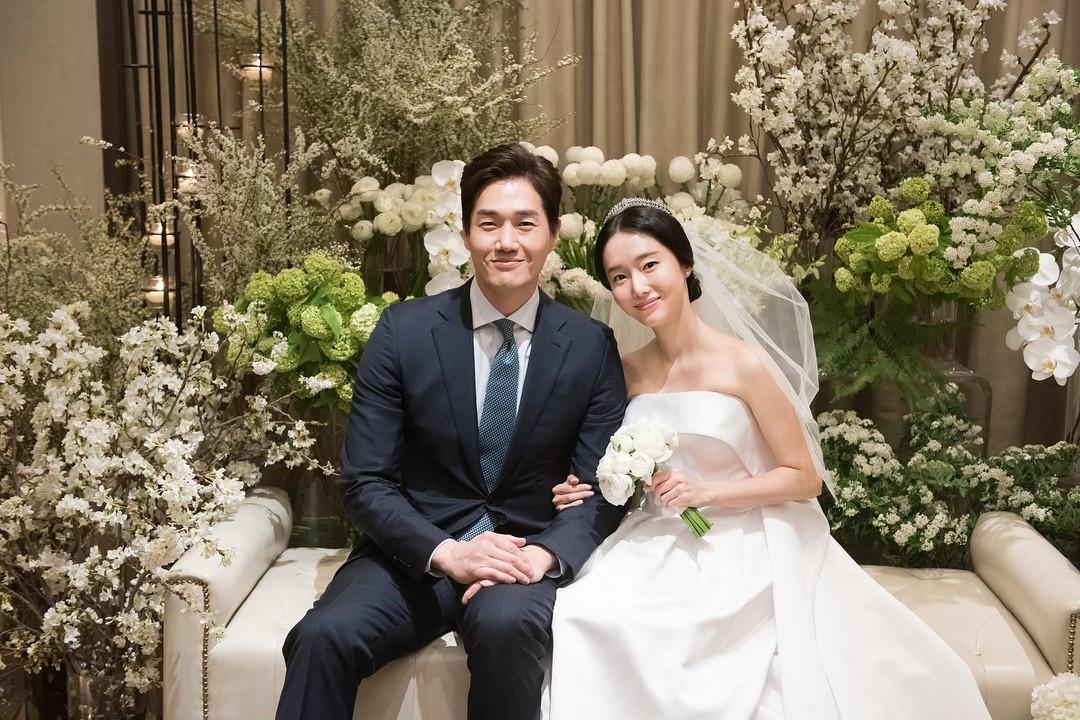 Bộ ảnh hậu trường cưới khủng nhất lịch sử Kbiz: Son Ye Jin và mỹ nhân Vườn sao băng đọ sắc, còn có cả idol nhà YG - Ảnh 6.