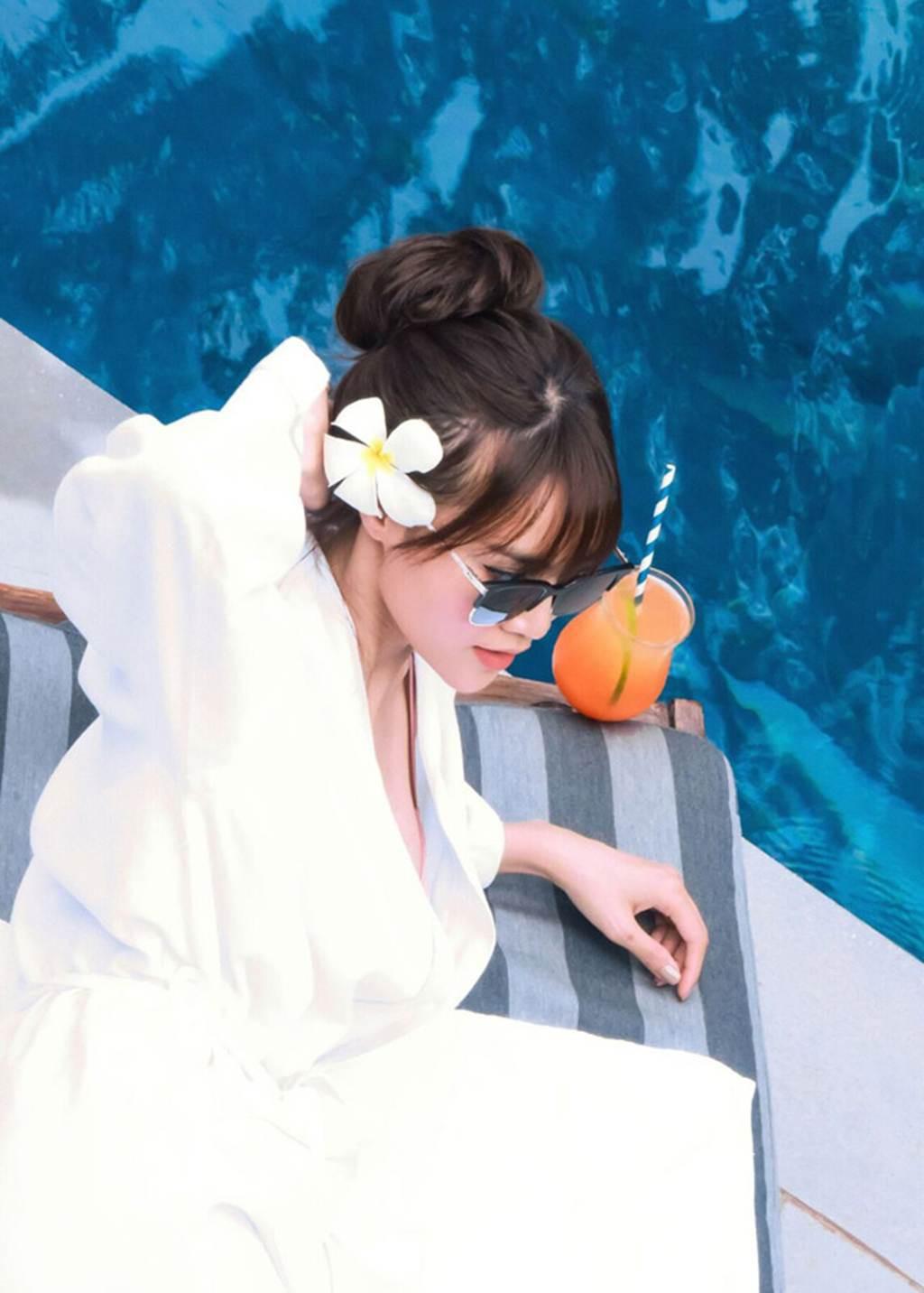 Khoe ảnh bikini nóng bỏng, Ninh Dương Lan Ngọc chính thức gia nhập hội mỹ nhân khoe dáng mùa hè - Ảnh 2.