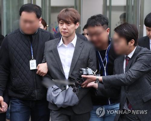 Sau bao lần kêu oan, Park Yoochun (JYJ) đã thừa nhận sử dụng ma túy - Ảnh 3.