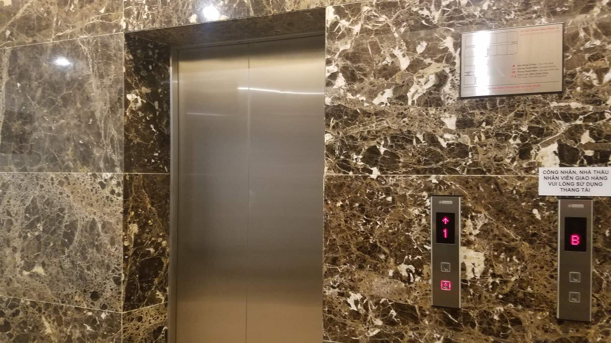 Vụ gã đàn ông sàm sỡ bé gái trong thang máy: VKSND Tối cao đề nghị xử lý nghiêm, bất kể là cán bộ đương chức hay đã nghỉ hưu. - Ảnh 2.