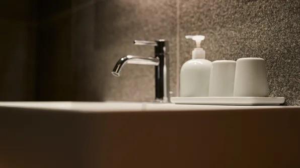 Không chỉ bán mỹ phẩm, Muji Nhật vừa khai trương khách sạn phong cách tối giản, giá sương sương 3 triệu/đêm - Ảnh 5.