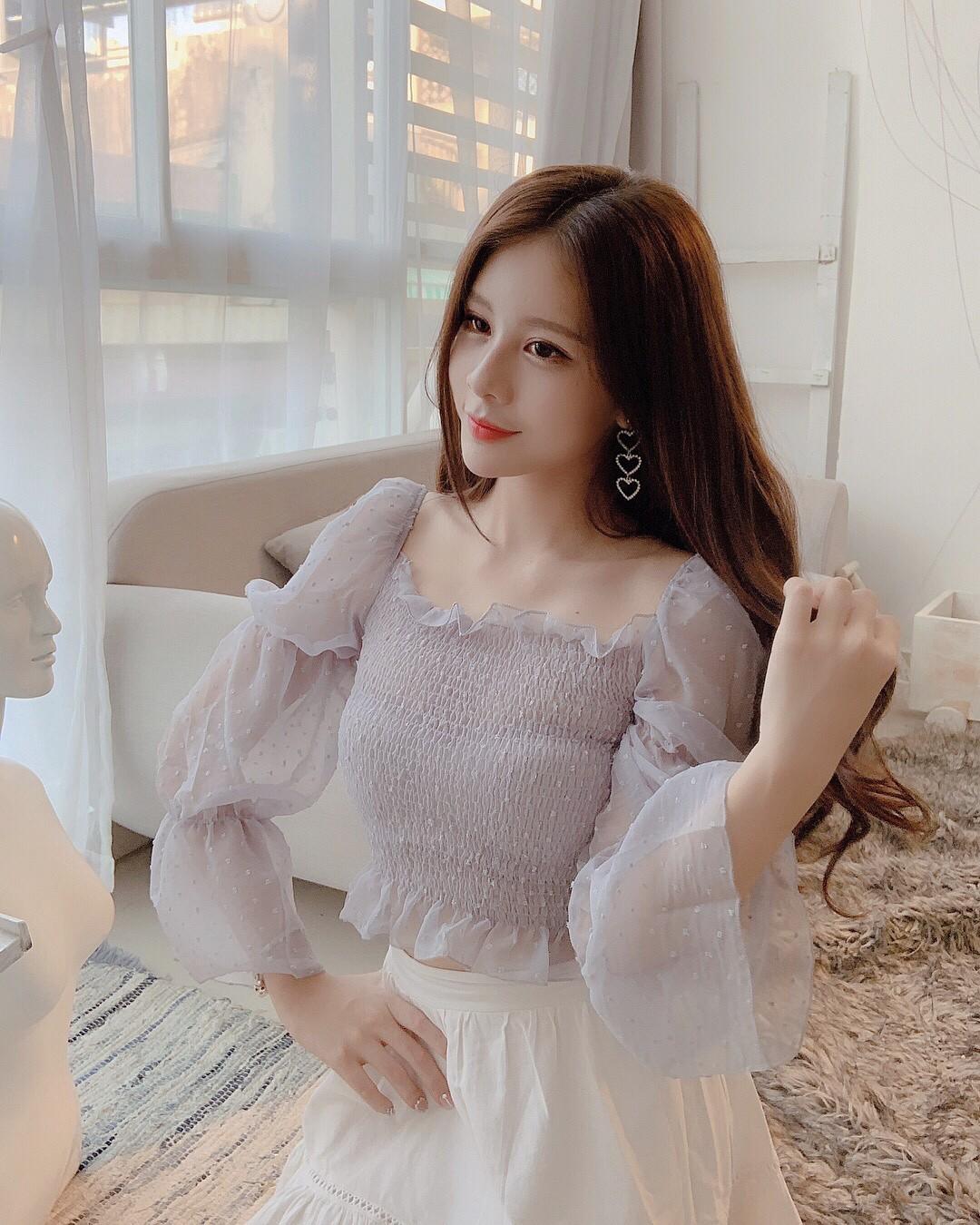 Xem hình selfie quen rồi, girl xinh bị đồn yêu thiếu gia Phan Hoàng bỗng là lạ trong ảnh bị tag - Ảnh 3.