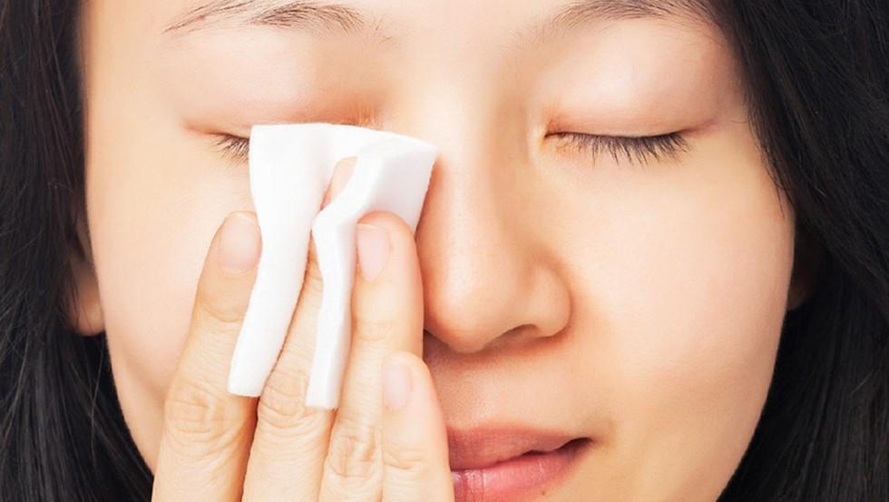 Làm ngay 5 tips dưới đây để cải thiện làn da bị xỉn màu dưới tác động của ô nhiễm môi trường - Ảnh 2.