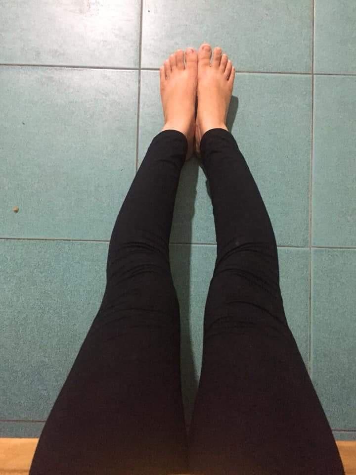 Có điều gì trên đời này khổ đau hơn việc con gái chân đã ngắn lại còn cong?