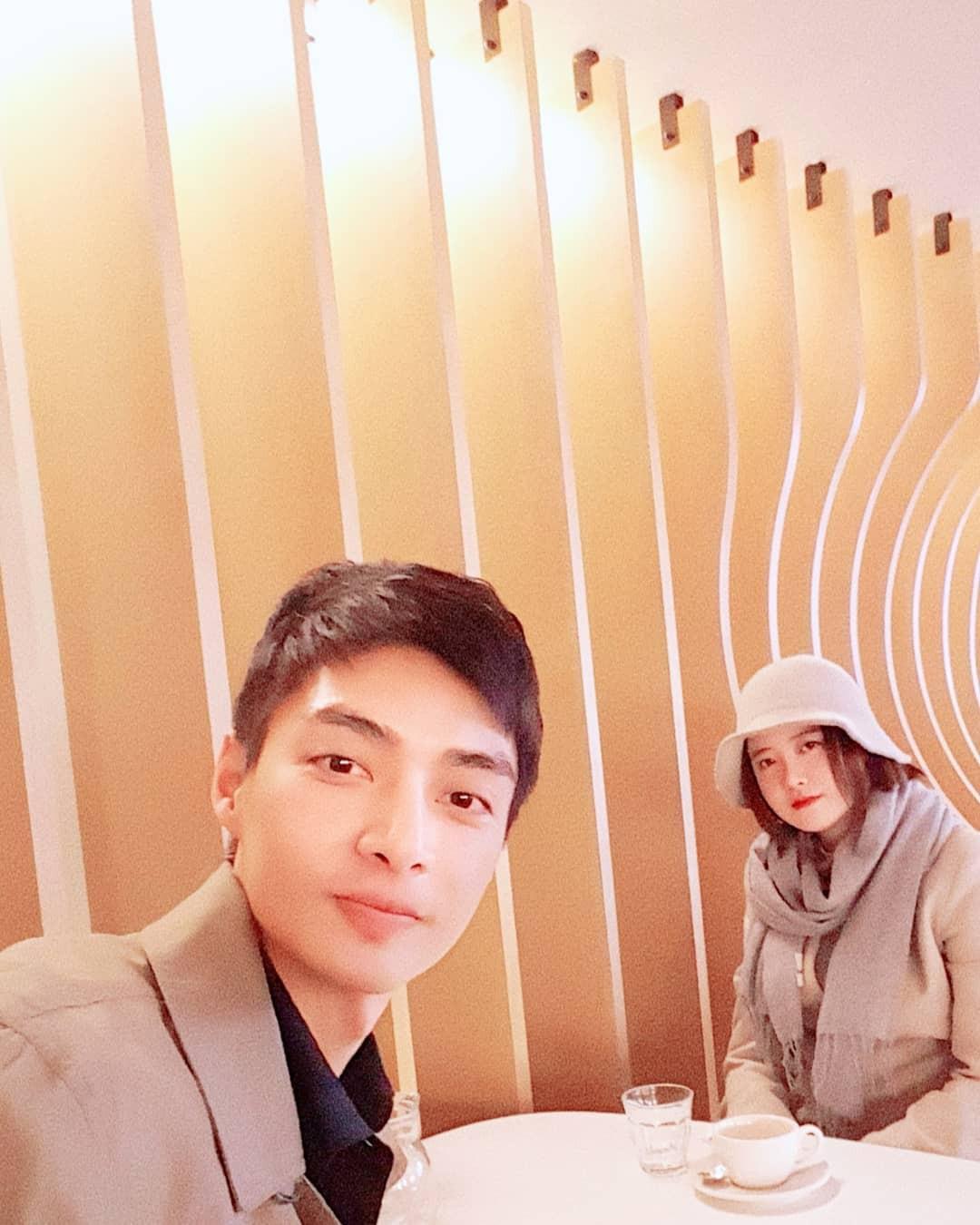 Hình ảnh gây bão hôm nay: Tài tử Vườn sao băng và Goo Hye Sun tái hợp sau 10 năm, loạt diễn viên vào bình luận - Ảnh 2.