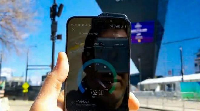 Xem tốc độ mạng 5G nhanh tít mù tại Mỹ, đến cáp quang cũng phải hít khói - Ảnh 2.