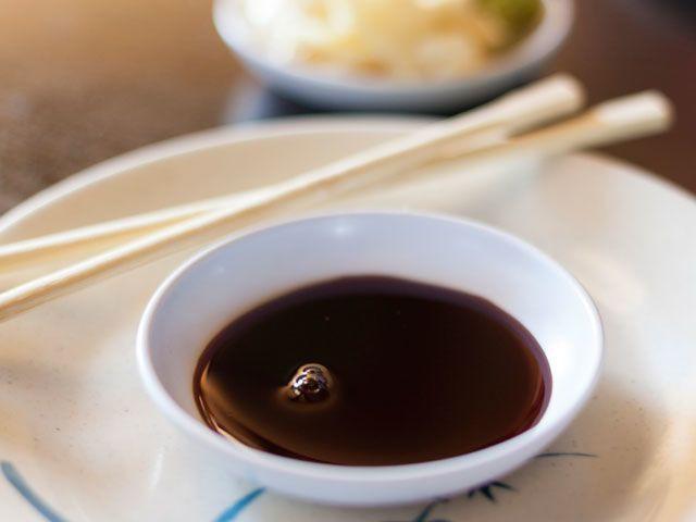 Các đầu bếp nước ngoài chọn ra những nguyên liệu lúc nào cũng nên giữ trong nhà và nước mắm là một trong số đó - Ảnh 3.