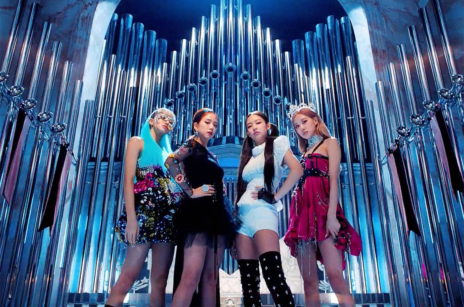 Điểm mặt 4 MV có lượt xem khủng nhất trong 24 giờ: Ariana Grande bất bại, Taylor Swift ngậm ngùi chào thua đại diện Kpop - Ảnh 5.