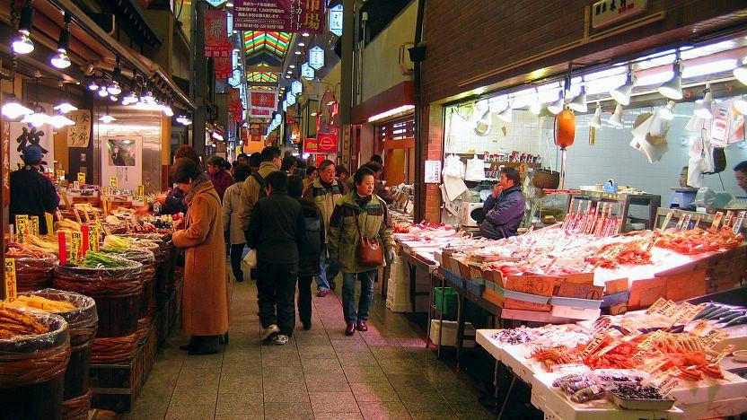 Khám phá ngôi chợ hơn 400 năm tuổi được mệnh danh là căn bếp của người dân Kyoto ở Nhật Bản - Ảnh 1.