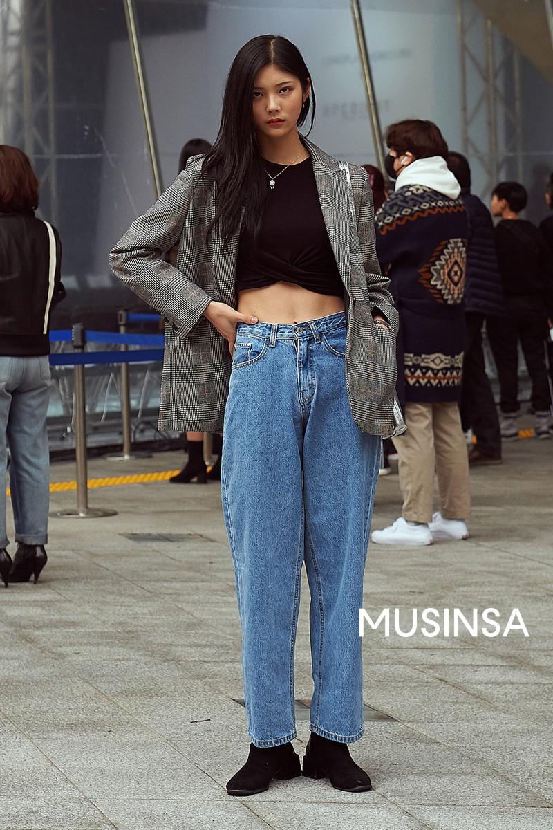 Biker short, suit màu be cùng hàng loạt hot trend bạn cần hóng từ street style của giới trẻ Hàn để lên đồ cho chuẩn mốt - Ảnh 10.