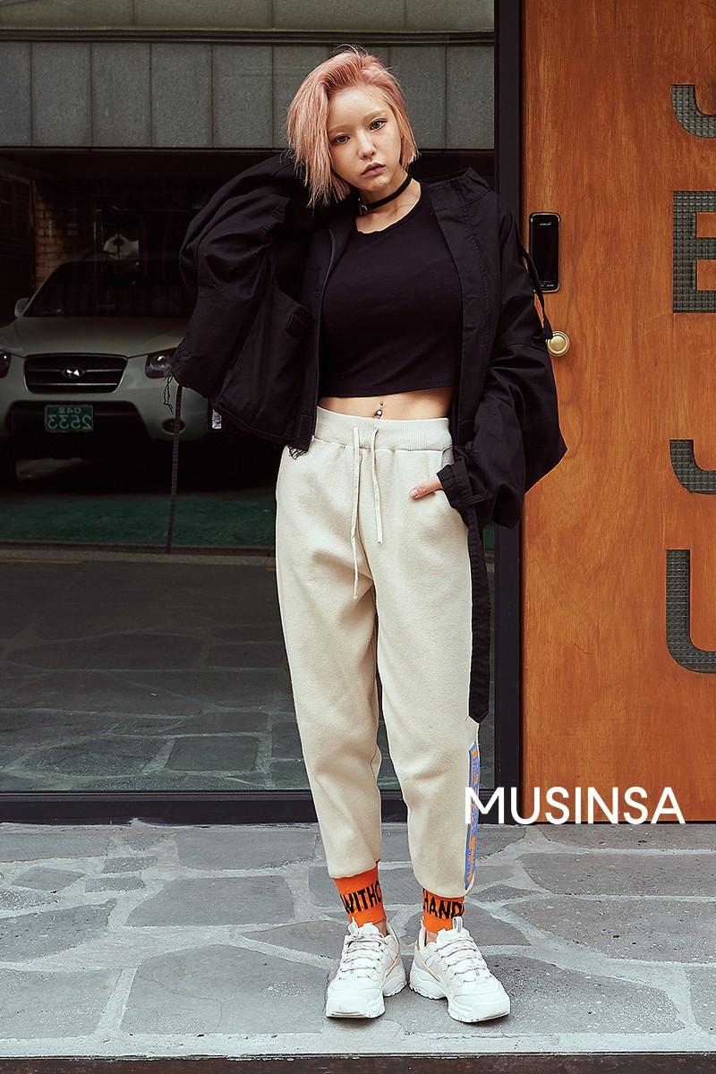 Biker short, suit màu be cùng hàng loạt hot trend bạn cần hóng từ street style của giới trẻ Hàn để lên đồ cho chuẩn mốt - Ảnh 8.