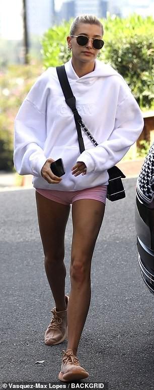 Hailey Baldwin và Kendall Jenner đọ chân dài cực phẩm khi diện quần siêu ngắn cùng đi tập gym - Ảnh 7.