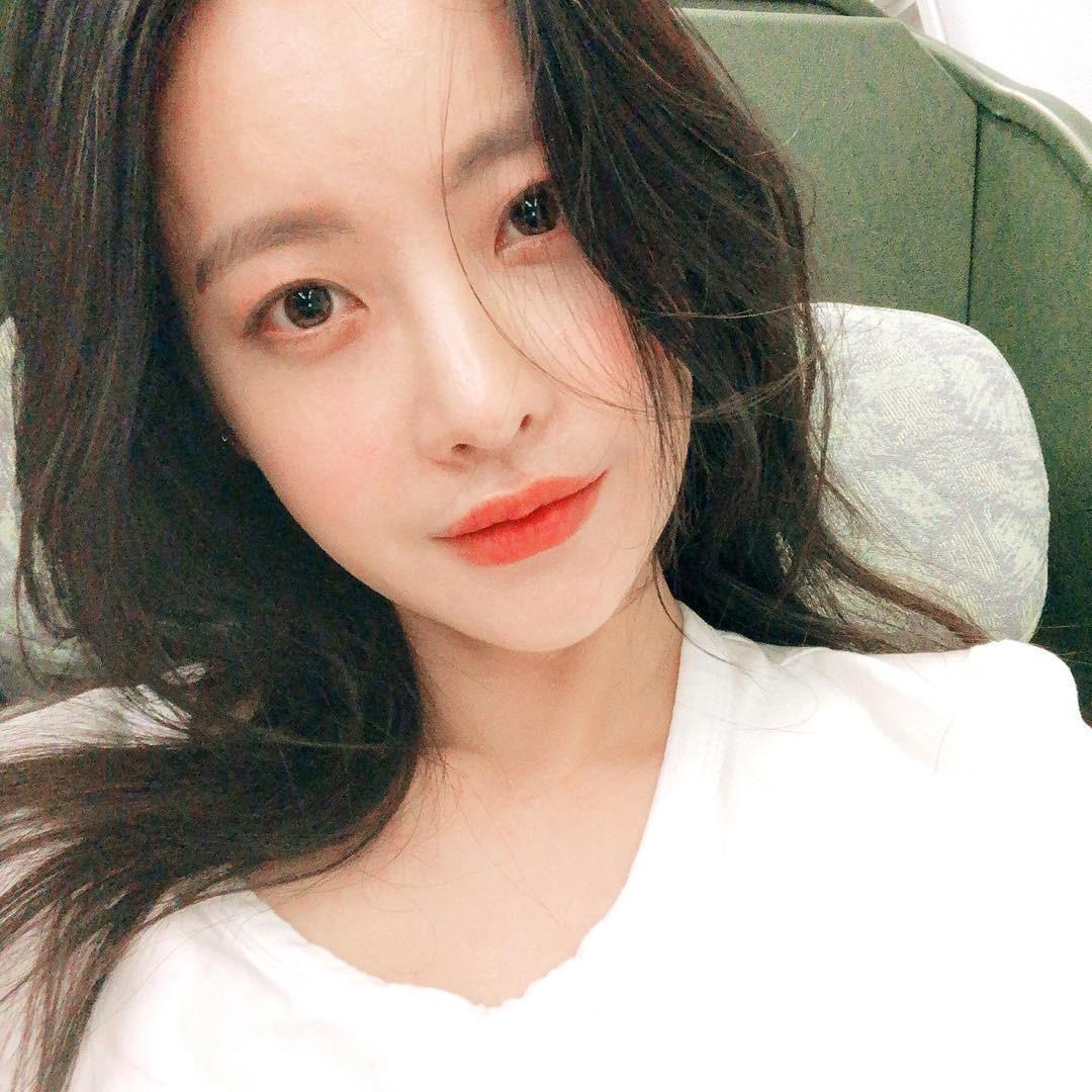 Dùng kem mắt từ năm 16 tuổi, bảo sao Oh Yeon Seo đã 31 tuổi mà vẫn trẻ trung, da dẻ không một nếp nhăn - Ảnh 1.