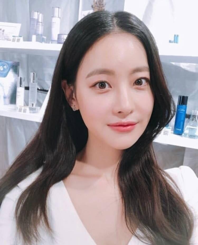Dùng kem mắt từ năm 16 tuổi, bảo sao Oh Yeon Seo đã 31 tuổi mà vẫn trẻ trung, da dẻ không một nếp nhăn - Ảnh 2.