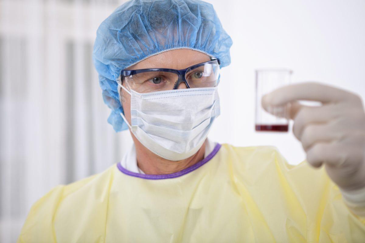 Bị kim tiêm, vật nhọn đâm, nghi ngờ nhiễm HIV thì cần làm những gì để phòng tránh nguy hiểm? - Ảnh 3.