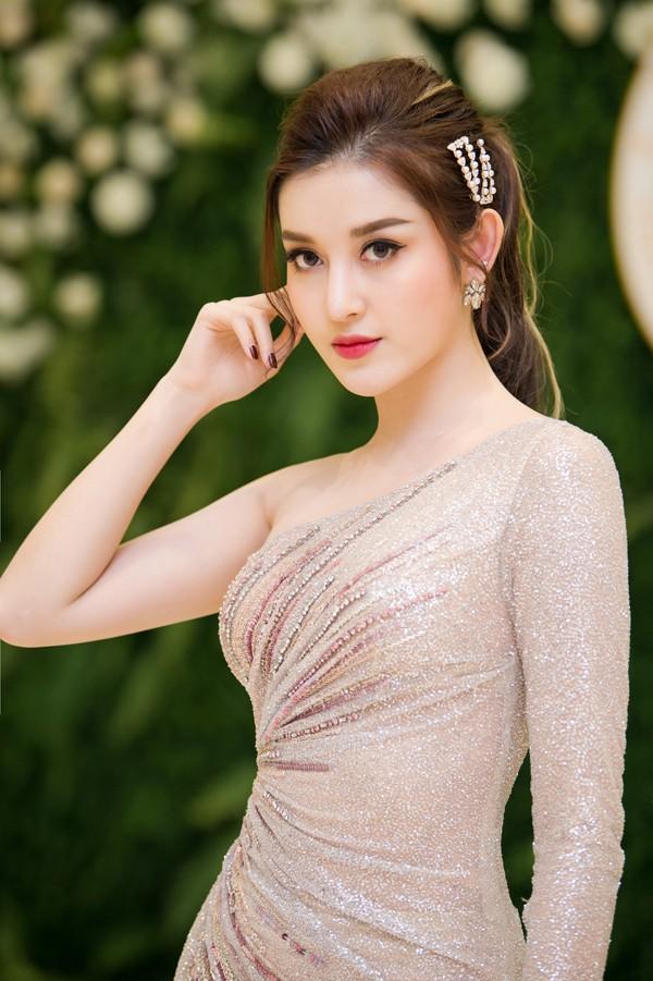 Đụng hàng với toàn Hoa hậu từ Hương Giang đến Đỗ Mỹ Linh, Tiểu Vy: Á hậu Huyền My liệu có lép vế? - Ảnh 7.