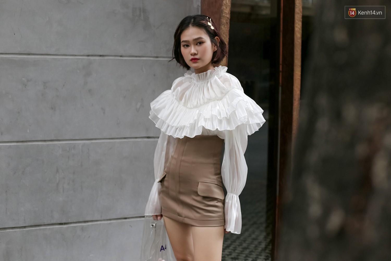 Mới đầu hè, giới trẻ đã khoe street style cực gắt với hot trend đồ hoa cả cành, bodysuit, đồ màu be - Ảnh 5.