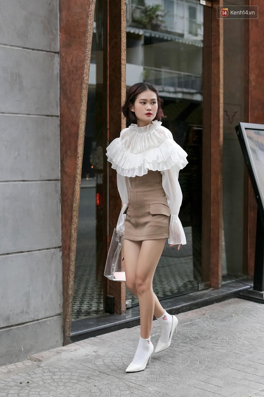 Mới đầu hè, giới trẻ đã khoe street style cực gắt với hot trend đồ hoa cả cành, bodysuit, đồ màu be - Ảnh 4.