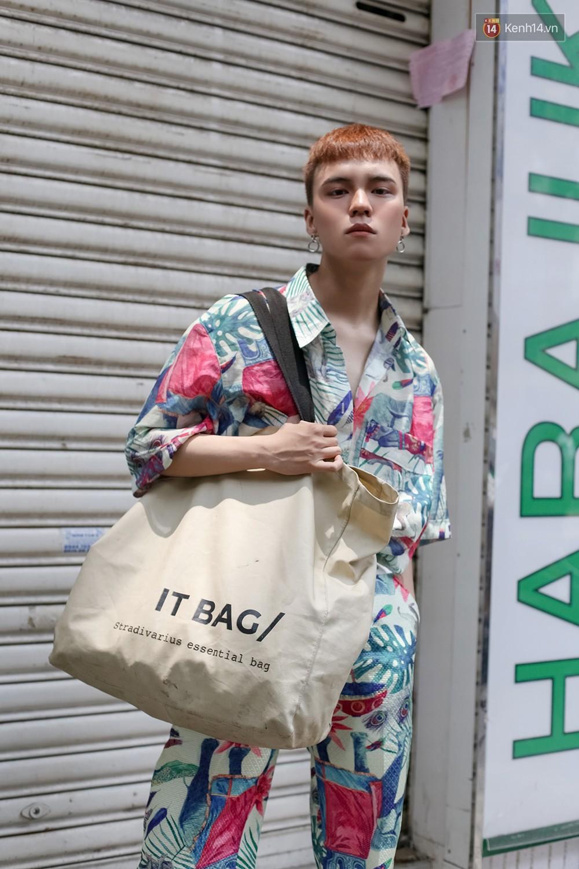 Mới đầu hè, giới trẻ đã khoe street style cực gắt với hot trend đồ hoa cả cành, bodysuit, đồ màu be - Ảnh 7.