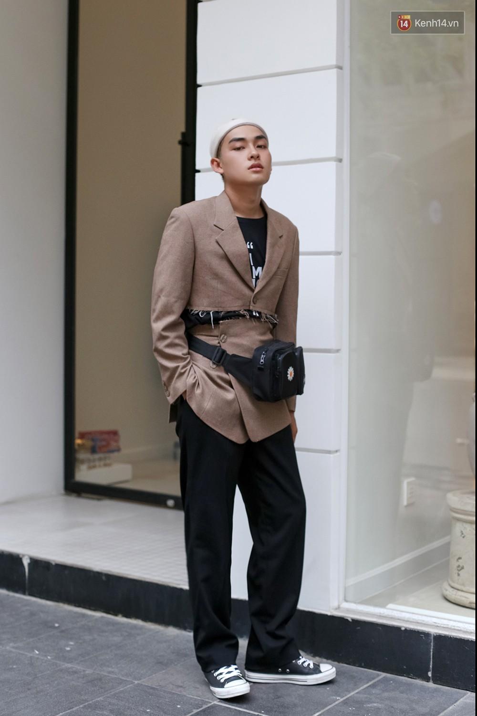 Mới đầu hè, giới trẻ đã khoe street style cực gắt với hot trend đồ hoa cả cành, bodysuit, đồ màu be - Ảnh 10.