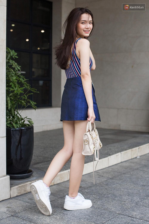 Mới đầu hè, giới trẻ đã khoe street style cực gắt với hot trend đồ hoa cả cành, bodysuit, đồ màu be - Ảnh 2.