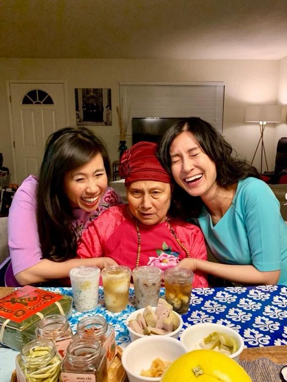 Kathy Uyên đội tang, đưa tro cốt mẹ qua đời tại Mỹ về quê nhà Tiền Giang an táng - Ảnh 5.