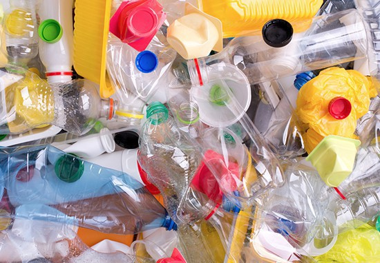 Châu Âu thông qua luật cấm sản phẩm nhựa sử dụng một lần trước năm 2021 - Ảnh 1.