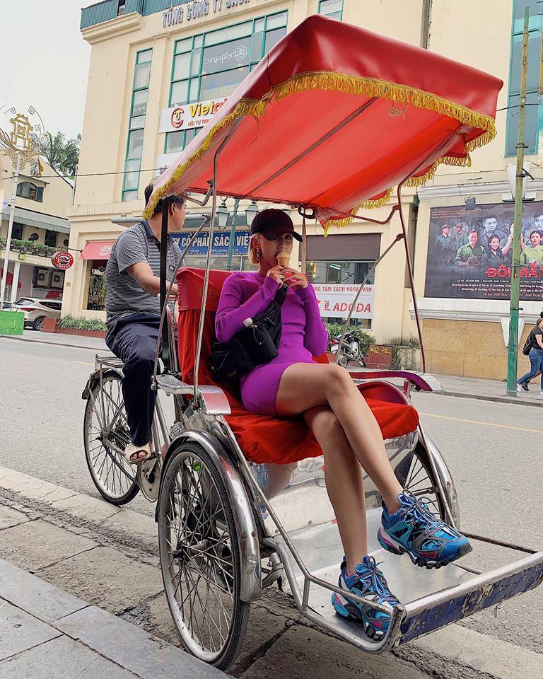 Hè mới ngấp nghé mà Chi Pu và tình tin đồn của Sơn Tùng đã diện street style mát mẻ, khoe ngực gợi cảm - Ảnh 9.